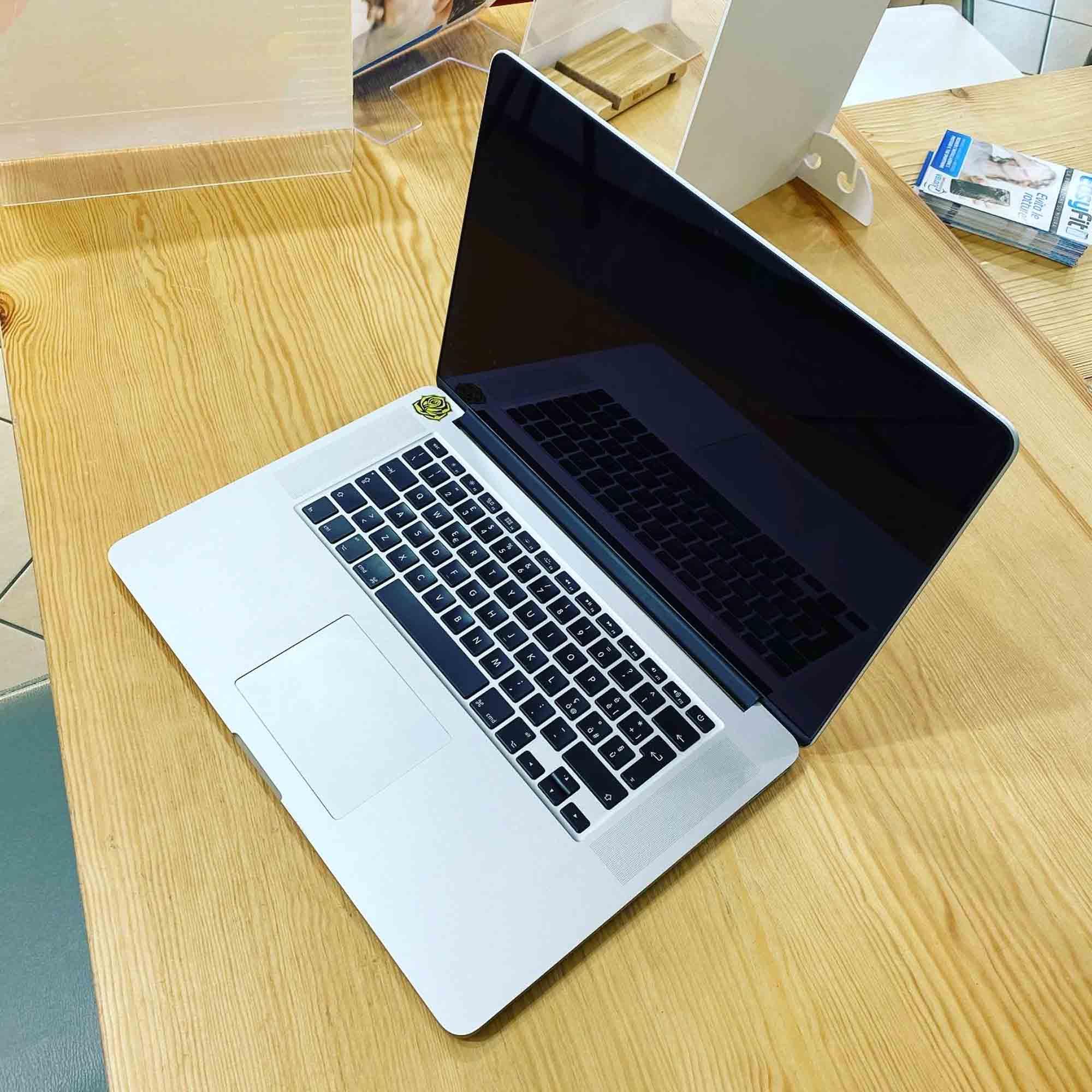Sostituzione pasta termica su Apple MacBook Pro 2015 retina